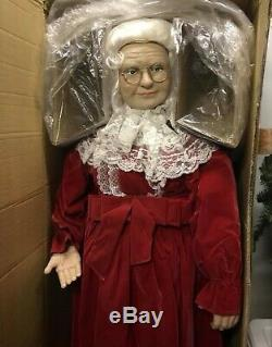 ANIMATED LIFE SIZE 5 FT MRS SANTA CLAUS Store Display