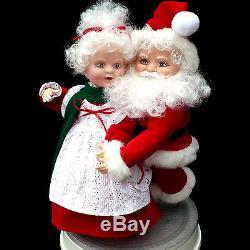 Animated Christmas Mr & Mrs Santa Claus Skaters / Santa's Best / Vintage 1993