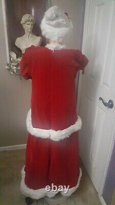 GEMMY Life Size 50 Christmas Animated Singing Dancing MRS Santa Claus Working