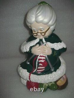HTF VINTAGE Atlantic Mold Ceramic Winking SANTA & MRS CLAUS Figurines 14 Tall