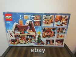 Lot LEGO 10267 Winter Village Gingerbread House Mini Figures Santa Elf Mrs. Claus