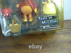 RARE YEAR WITHOUT A SANTA CLAUS Mrs. Claus Action Figure Set Palisades toys