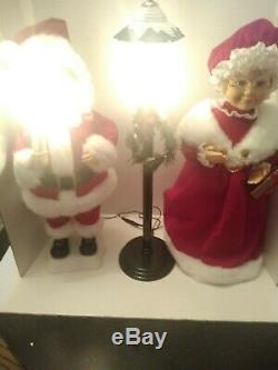 Trim a Home Mr. & Mrs. Santa Claus & Light Post Animated Lighted Motion Preowned