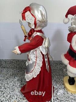 Vintage Rennoc Animated Lighted Santa & Mrs Claus 24 Christmas Figures TESTED